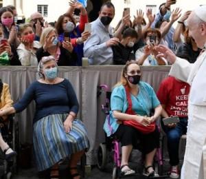 Papa: Corpus Christi seja presença e conforto no sofrimento de cada dia