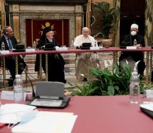 O Papa: a educação compromete-nos a acolher o outro como ele é, sem julgar ninguém